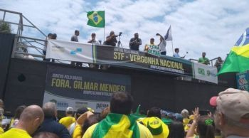 Manifestantes pedem impeachment do ministro Gilmar Mendes, no Rio