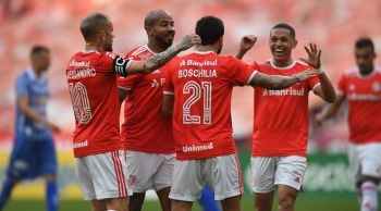 Internacional goleia Esportivo e se garante na final do segundo turno